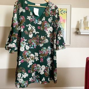 Everly bell sleeve floral shift dress sz m